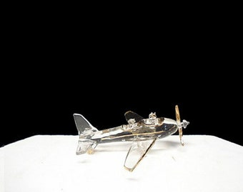 Plane wedding cake topper with the bride and groom.