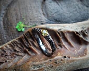 Naturzauber Tree Bark Ring -Peridot-Gr.17