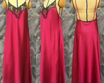 Vintage 80s Vanity Fair Open Back Red Wine Bombshell Negligee / Peekaboo Lace Trim / Made in the USA / Women's Size Large to Extra Large