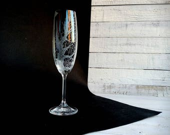 Persinalized Gothic Hand Engraved Wedding Glasses, black toasting flutes, black lace, champagne flutes, anniversary wedding gift, set of 2