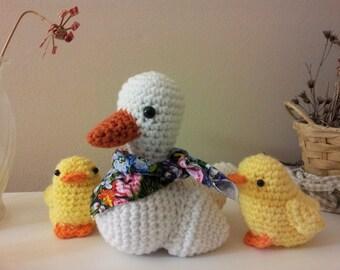 Amigurumi crochet stuffed duck family, white mom duck and two ducklings
