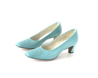 60s shoes, mint green shoes, 1960s shoes, light blue, pumps, heels, size 8 shoes, leather shoes, wedding shoes, mod shoes, size 85 shoes