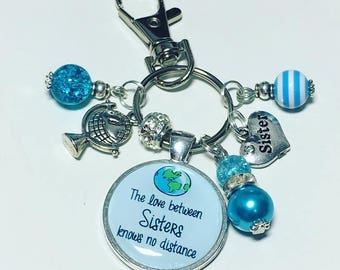 Sister travel gift, The love between a Sisters knows no distance, traveller gift,moving abroad, gift for Sister