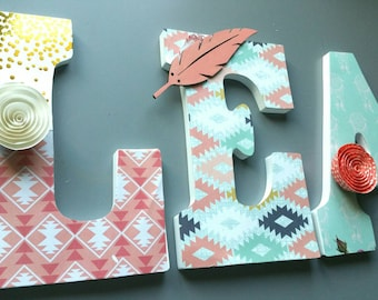 Letters wall art/Native American / wooden letters, hanging letters/coral/Mint/gold/mint, gold/peach/arrows/feathers/feather arrows, 22 cm-9 inch