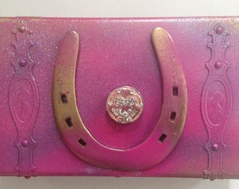 Keepsake Box Pink Horseshoe & Heart keepsake box . Upcycled, wooden box, horse shoe, jewelry box, gift box, pink heart, cowgirl gift, custom