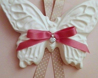 Fragrant Butterfly 12 x 17 cm. in ceramic powder