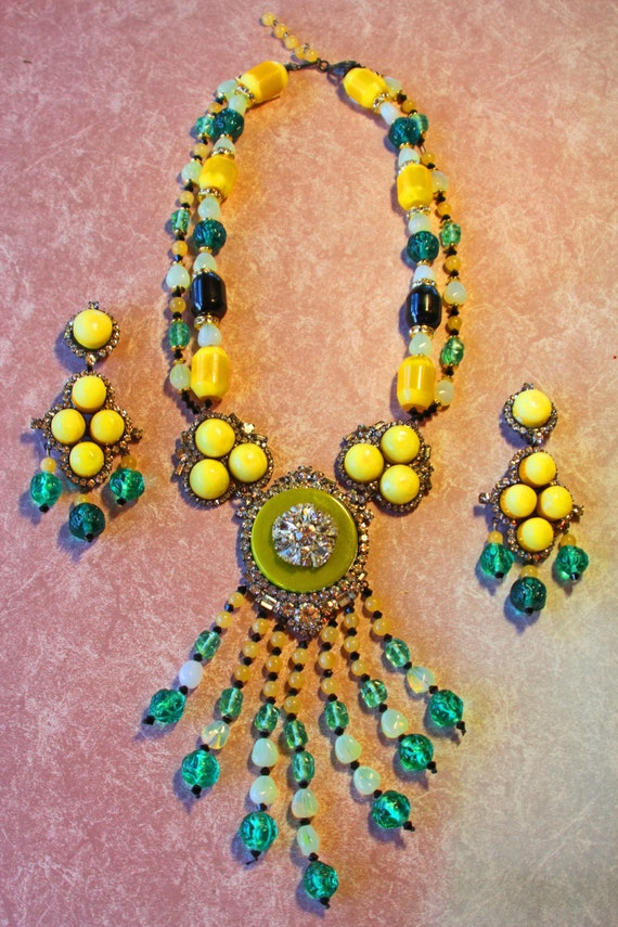 Moans Couture Bakelite Necklace Vintage Bakelite Handmade Necklace and Earrings