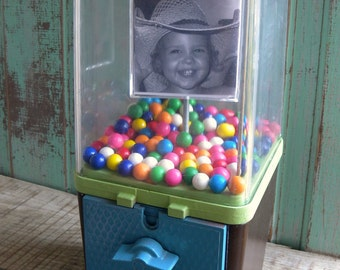 Vintage Bubble Gum Machine with Spinning Photo Cube 1