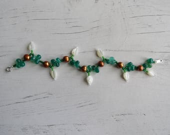 Freshwater pearl, green onyx and mother of pearl leaf bracelet, with sterling silver clasp.