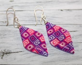 Purple rhombus earrings