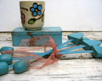Vintage Shoe Trees 1950s Lot Of 4 Robin's Egg Blue Painted Shoe Stretchers Repurpose Shabby Chic Fashion