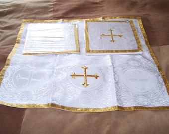 Beautiful 3 piece matching White Chalice Burse, Veil and Pall