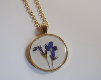 blue flower circle pendant