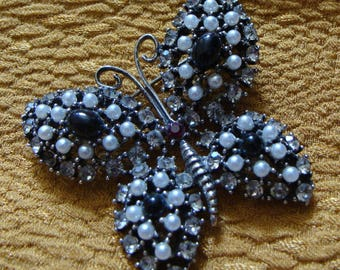 signed WEISS BUTTERFLY BROOCH figural pin pearl rhinestone (C4)
