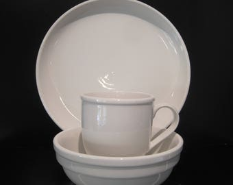 Cafeware Crate & Barrel CULINARY ARTS Porcelain 3 pc set  Dinner Plate Bowl Cup