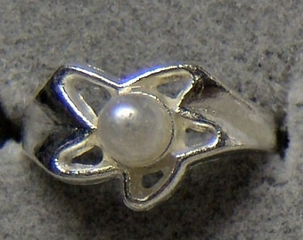 1950s Tin Silver and PEARL Carnival Prize Toy Ring STAR DESIGN