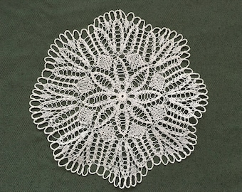 Handmade Crochet Round Tablecloth / Cotton Lace Doily/ Table Centerpiece/ Table Mat Snowflake