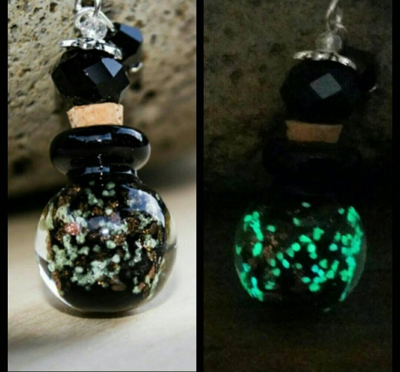 Glowing Potion Bottle Necklace, Essential Oil Bottle Necklace, Glow in the Dark Essential Oil Diffuser, Glowing Perfume Bottle Container
