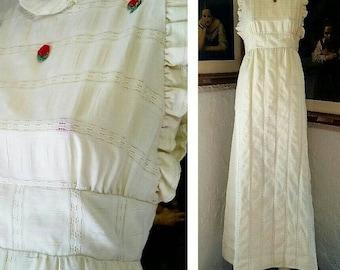 70s Dress / Cotton Ivory Prairie Maxi Dress / Floral Applique / Open Back High Collar Ruffle / Spring Summer / Boho Hippie Gunne Sax *STYLE*