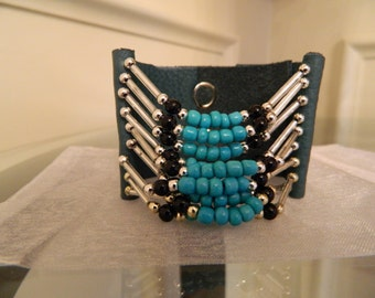 Bracelet leather with beads.