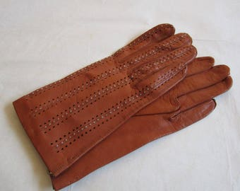 Vintage 70s Tan Kid Leather Gloves Cognac Cut out Pintuck Fine Leather 1970s Driving Gloves 6.5