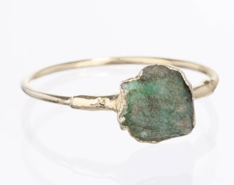 Raw Emerald Ring, Sterling Silver Ring, Green Stacking Rings, Emerald Engagement Ring, Gemstone Ring, Raw Stone Ring, Raw Crystal Ring, May