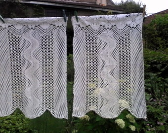 Two curtain / / handmade / / CROCHET / / 1940s / / cotton / / Vintage