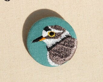 Petite broche brodée oiseau, le petit Gravelot