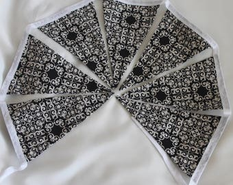 Black and White vintage style triangle flag bunting, double sided, summer decoration, home decoration, wall hanging, fabric bunting