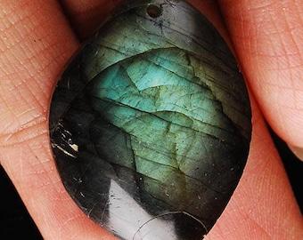 Gorgeous Labradorite pendant with beautiful bluish green