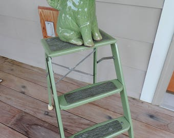 Beautyware Vintage Metal Step Ladder Green Ladder Industrial Home Decor Garden Deck Porch Farm Style French country Home Decor