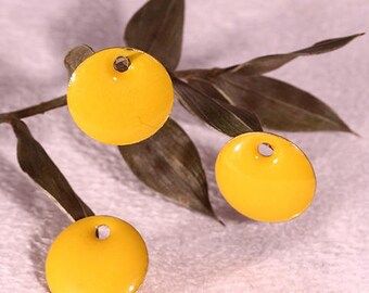 5 yellow enameled brass 12mm round sequins