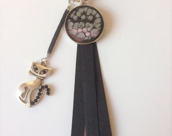 Jewelry bag with a cat and a black pendant