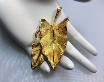 Vintage Textured and Diamond Cut Gold Tone Double Leaf Pin Brooch Designer SIgned BSK