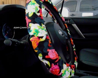 Island sea turtle steering wheel cover. Floral turtles on black. Fully lined car accessories. Hawaiian car accessories.