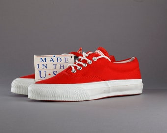 Red ox vintage Converse skid grip sneakers. Made in USA. Size US mens 5,5, womens 7, 25,5 cm, EU 38,5. Rare.