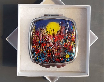 Compact Mirror with Art Design