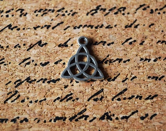 10 Celtic Triquetra Charms - Silver Toned Charms - Detailed Triquetra - Wiccan - Pagan - Religious - Celtic - 15mm x 17mm