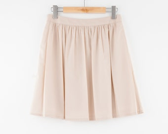 i'm a simple and pleated skirt