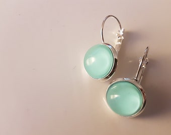 Mint nailpolish earrings with a silver plated lever back