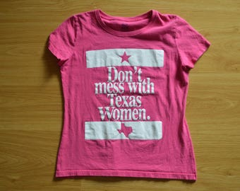 Small // Vintage // Don't Mess with Texas // Women // Texan // Pink // Lone Star // Tejas // Funny // Tee // T-Shirt