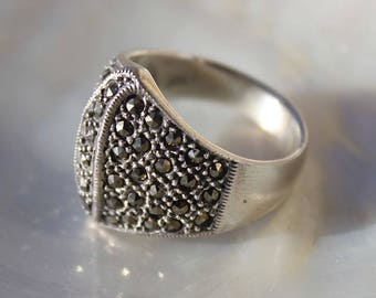 Spirit jewelry antique silver ring 925 rounded with small pyrite encrusted and faceted