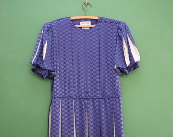 """Blue & White Mid Century Pleated Silk Dress in Women's Size 6 (A cap sleeve, mid length dress with matching belt and a 36"""" elastic waist.)"""