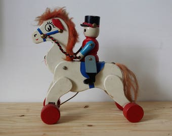 Wooden horse pull - horse wheel and articulated soldier - Vintage - old toy - collector's item - horse rider and white