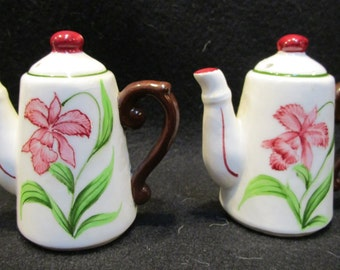 Coffee Pot Salt and Pepper Shakers (1159)