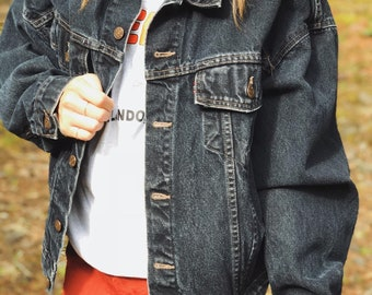 Vintage Black Levis Denim Jean Trucker Jacket / Size Medium
