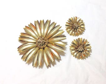 Goldtone Vintage Flower Pin and Earrings