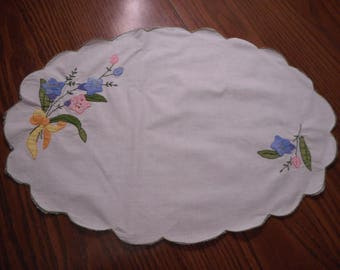 Vintage Embroidery Table Topper- Centerpiece, Hand embroidery and Applique