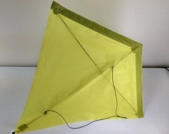 "Fun and Easy 24"" Diamond Kite"