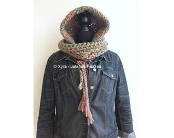 PATR1036 - Xyra Haakpatroon - Schouderwarmer met capuchon en losse col - hoodie - scoodie (Nederlands & Engels-US)